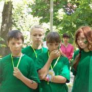 Школьники Уссурийска раскрутили «зелёную карусель» (12 фотографий)