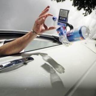 Депутат Госдумы предлагает штрафовать автомобилистов, выкидывающих окурки из окон машин